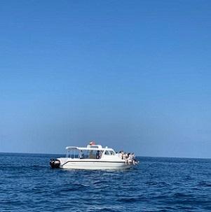 boat-in-sea-of-muscat